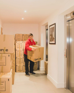 A Fantastic mover carrying out Removals Service in London