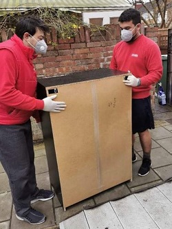house movers with mask against virus transmission
